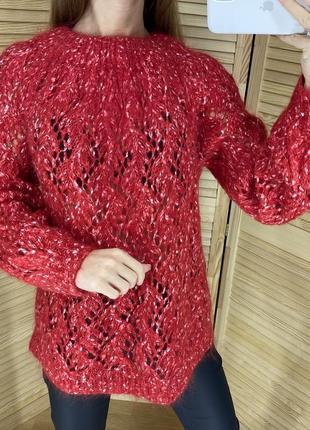 Красный мохеровый свитер