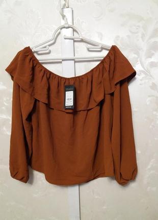 Блуза со спущенными плечами и воланами new look