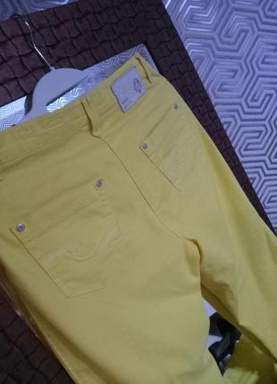 Brax яркие немецкие джинсы из облегчённого денима