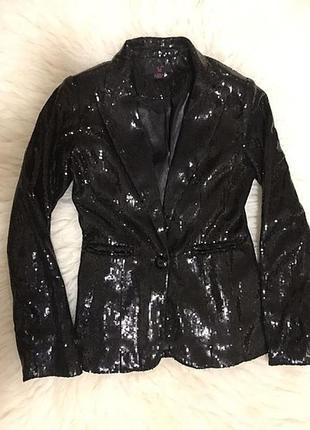 Нарядный блестящий пиджак