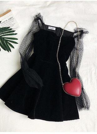 Чёрное платье с гипюровыми рукавами