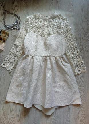 Белое айвори дизайнерское короткое нарядное платье беби долл гипюром ажуром сверху