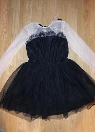 Платье нарядное с фатином ажурное голая спина короткое