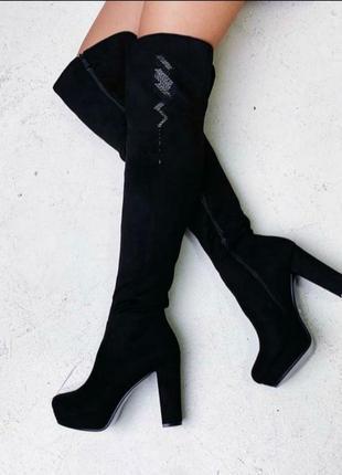 Стильные черные замшевые высокие сапоги ботфорты осенние демисезон на каблуке красивые