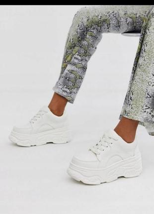Шикарные кроссовки, на белой платформе!мега стиль