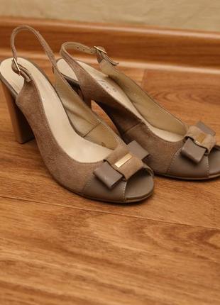Фабричні замшеві туфлі