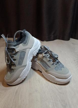 Новые женские ботинки на меху