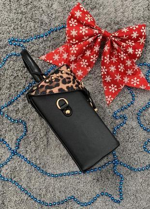 Маленькая женская сумка с заклепками бочонок леопардовая (сверху)4 фото