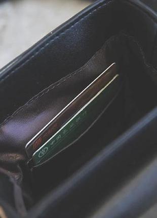 Маленькая женская сумка с заклепками бочонок леопардовая (сверху)6 фото