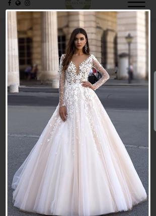 Королівська дизайнерська весільна сукня від оксани мухи.
