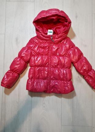 Яркая пуховая куртка united colors of benetton