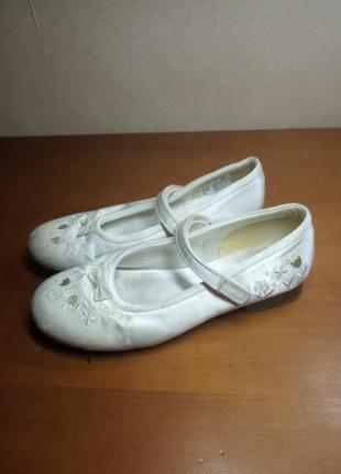 Атласные белые сатиновые туфли  clarks