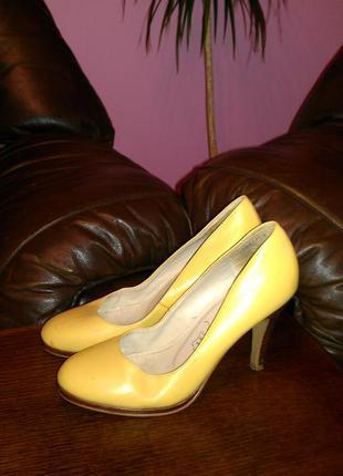 Шкіряні туфлі new look 38р