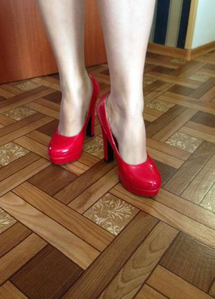 Красные лаковые туфли т.taccardi