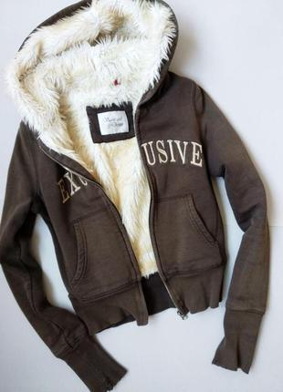 Теплая на меху осенняя худи куртка с капюшоном осіння куртка худі з капюшоном
