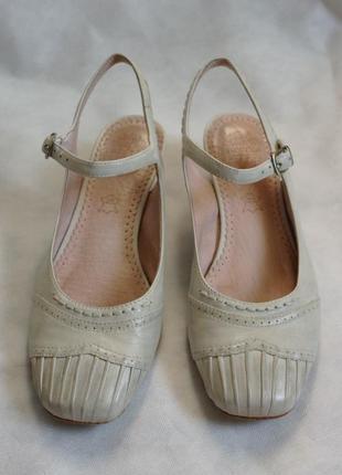 Туфли chester   р. 37  натуральная кожа, босоножки