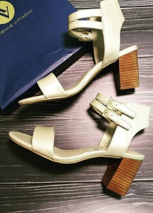 Adrienne vittadini оригинал кожаные жемчужно-золотистые босоножки