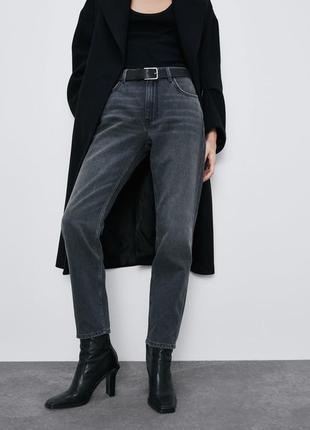 Потертые джинсы с высокой талией от zara.