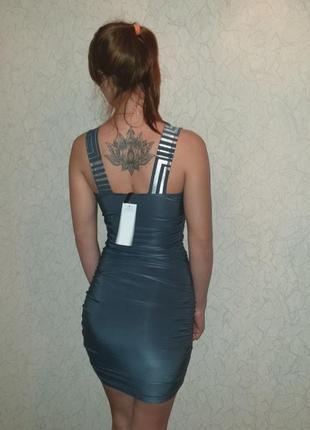 Красивое платье серого цвета фирмы gloia jeans