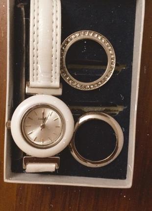 Кварцевые белые наручные часы,часики quartz