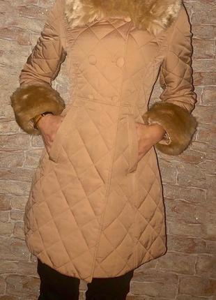 Стильное стеганое пальто с мехом xs-s