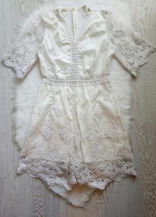 Белый айвори ажурный нарядный ромпер комбинезон с гипюром набивным вышивкой шортами