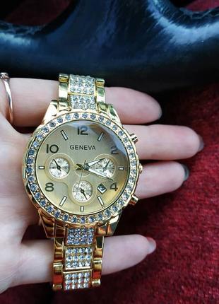 Шикарные часы geneva paidu swarowski.