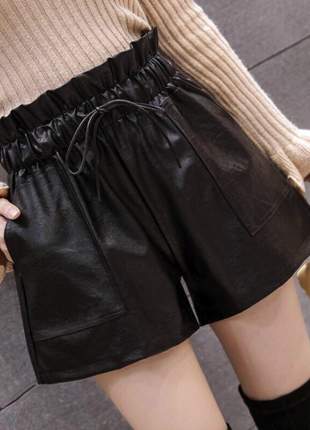 Кожаные женские шорты с высокой талией