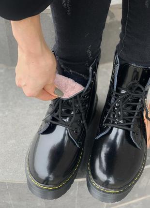 Dr.martens patent jadon fur black шикарные женские зимние ботинки с мехом лаковые мартинс5 фото