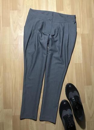 В наличии - брюки с защипами *new look* 10/38 р.