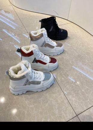 Белые высокие ботинки кроссовки белые
