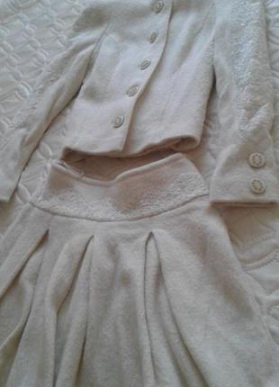 Шерстяной костюм хс-м с мини-юбкой