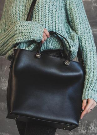 Черная деловая сумка гладкая и ремешком через плечо
