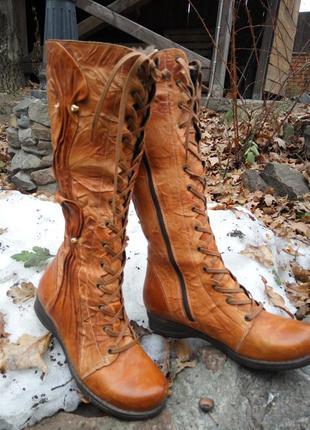 Зимние кожаные сапоги на шнуровке , внутри натуральная цигейка.