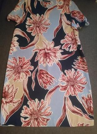 Шикарное платье в крупные цветы