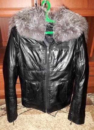 Очень стильная и теплая кожаная на кроликовой подкладке куртка.
