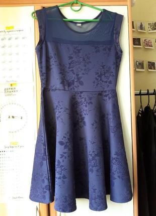Вечернее платье с бархатеым принтом