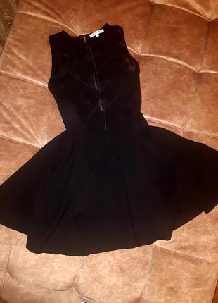Красивое вечернее платье с пышной юбкой