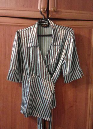 Блузка в полоску на запах.