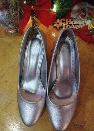 Новогодние серебряные туфли на толстом каблуке