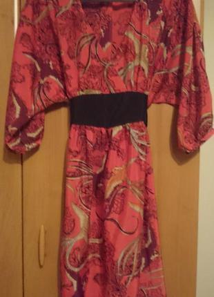 Яркое, праздничное платье.