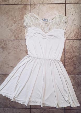 Легкое с кружевом трикотажное платье asos rare london