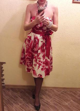 Неймовірно яскраве плаття для вечірки