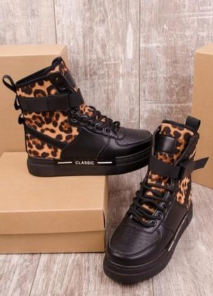 Ботинки спортивные с леопардовой вставкой