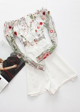 Шикарный белый ромпер комбинезон шортами с открытыми плечами сетка вышивка 12 л
