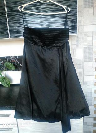 Черное платье.