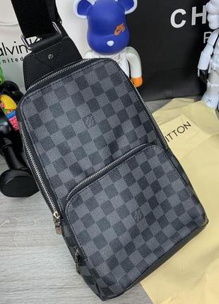Кожаная сумка-слинг в стильном дизайне и черном цвете😍