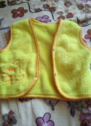Детская жилетка на малыша