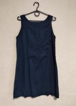 Короткое платье сарафан с вышивкой ришелье из льна