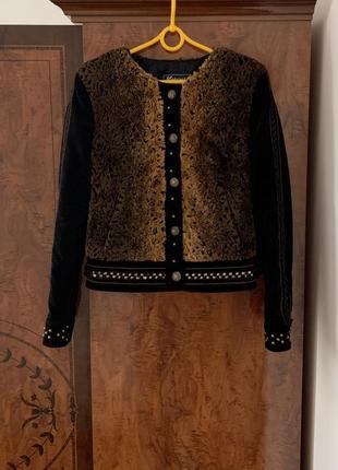 Замшевая куртка с меховой вставкой
